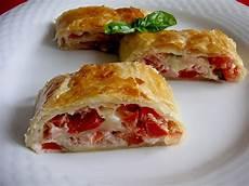 gerichte mit tomaten schinken tomaten mozzarella strudel rezept mit bild