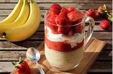 overnight oats rezepte rezept overnight oats mit bananenmilch und erdbeer