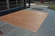 carrelage de terrasse imitation bois un m 233 lange de bois et de dalle pour cette terrasse