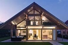 häuser bauen lassen modernes haus bauen lassen fertighaus glas holzskeletthaus