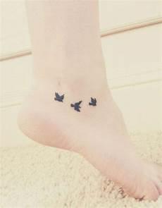 tatouage femme cheville tatouage cheville oiseaux 20 id 233 es de tatouages pour