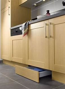 plinthe de cuisine cuisine 12 astuces gain de place astuces cuisine cuisine plinthe cuisine et