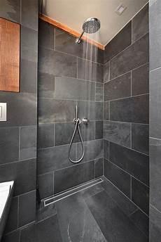 badarmaturen fuer waschtisch dusche und badezimmer schiefer dusche schwarz holz minimalistische
