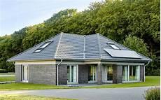 bungalow mit dachausbau winkelbungalow schl 252 sselfertig mit 155 qm wohnfl 228 che in 2019 winkelbungalow bungalow und