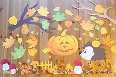 Fensterdeko Herbst Basteln - herbstliche fensterdekoration bl 228 tter k 252 rbis igel