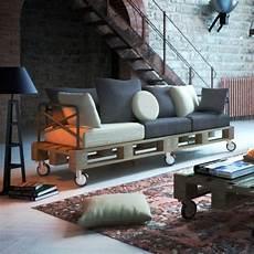 einfaches sofa selber sofa aus paletten ein praktisches m 246 bel f 252 r drinnen und