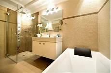 bagno con doccia e vasca bagno con doccia jacuzzie e vasca da bagno foto di avita