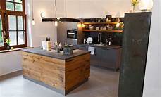 kuche selbst exklusiv design kueche holz landhaus naturstein chabby 61