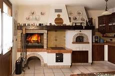 cucina rustica con camino non c 232 nulla di pi 249 bello di una grigliata camino a legna
