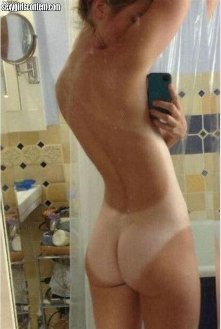 Naked Latina Booty Selfie