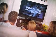 regarder un sur famille regarder un sur le canap 233 photographie sjlocke 169 52109601