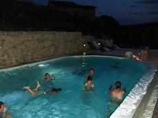bagno in piscina in thiene facevano il bagno di notte e si ubriacavano alle
