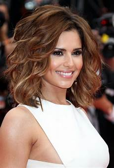 70 brightest medium layered haircuts to light you up medium layered hairstyles wavy hair and