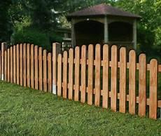 gartenzaun holz diagonal cumaru vorgarten zaun rund zeitloses design und robuste