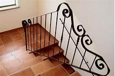 corrimano in ferro battuto per scale interne ringhiera in ferro battuto a mano con grandi riccioli per