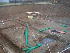 bauen mit den brachats abwasserleitungen und stahlbewehrungen