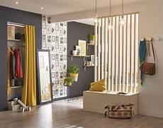 separation de pieces en bois un 233 l 233 gant rideau jaune pour cloisonner un espace