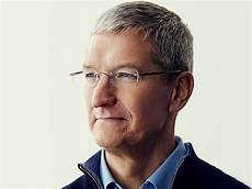 tim cook apple ceo tim cook to deliver 2019 commencement speech at