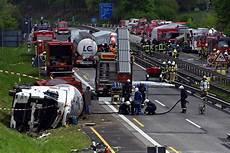 Unfall Bei Gummersbach Gefahrguttransporter Auf A4