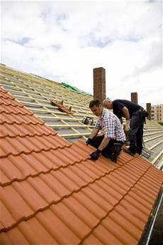 hausbau dachziegel aus ton oder dachsteine aus beton