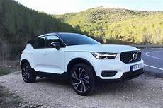 Volvo Cx40 2019 by 2019 Volvo Xc40 Vs 2018 Bmw X2 Which Is Better Autotrader