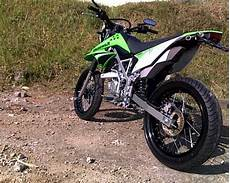 Modifikasi Supermoto by Modifikasi Klx 150 Supermoto Motor Kawasaki Buat Adventure