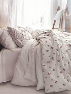 coperte letto piumoni matrimoniali per un letto shabby chic 25 modelli