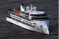 passengers to be evacuated from antarctic cruise ship after almost 60 percent test positive for