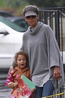 s und g halle halle berry s parents pictures halle berry and the