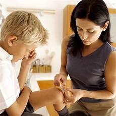 richtig streichen erste hilfe bei erste hilfe bei kindern wie sie verschiedene verletzungen