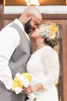 tennessee courthouse wedding with a sweet pop of yellow terrence munaluchi