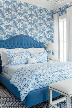 tapete blau schlafzimmer home styling antunes palm leaves and palm jungle