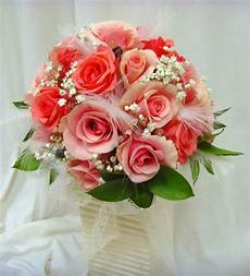 wedding flower bouquets learn about the different shapes