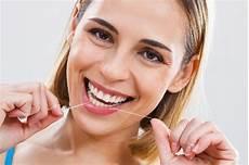 weiße zähne hausmittel tipps und hausmittel f 252 r strahlend wei 223 e z 228 hne