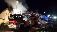 baunatal feuer in einem einfamilienhaus bahnstrecke gesperrt baunatal