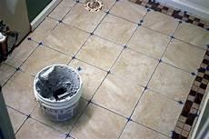 fliesen verlegen badezimmer how to install bathroom floor tile how tos diy