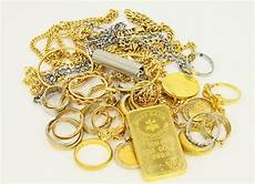 Hari Ini Harga Emas Kembali Turun Berikut Daftar Harganya