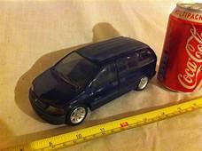 Maisto Dodge Caravan Plymouth Voyager 1/26 Diecast Toy Car