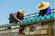 refaire sa toiture le menuisier refaire sa toiture ou faire refaire sa toiture