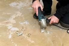 teppichkleber entfernen tipps f 252 r unterschiedliche bodenarten