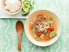 tom yam gai spicy chicken soup tom yum gai recipes cooking