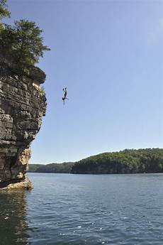 file cliff jumping at summersville lake 01 jpg wikimedia commons