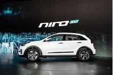 kia niro electrique le kia niro 233 lectrique annonce jusqu 224 450 km d autonomie