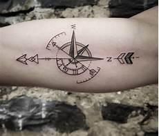 kompass unterarm geometrische ideen f 252 r m 228 nner pfeil und kompass