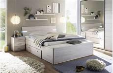 mensole per camere da letto idee arredo da letto mobili legno lada sospesa