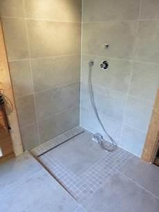 wenig fugen in der dusche werder gro 223 e fliesen