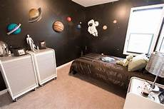 Space Themed Bedroom Ideas by Decorating With A Space Theme