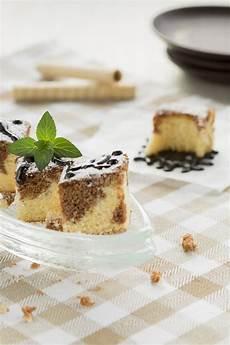 dolce con wafer dolce in bianco e nero con il wafer rolls fotografia stock immagine di torta cialda 60027154