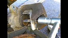 changer plaquette de frein arriere changement de plaquettes de freins arri 232 res 307
