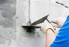 mit einem baustoff ausbessern betonmauer ausbessern 187 mit diesen mitteln geht s am besten